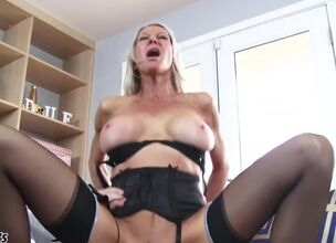 Big boobs mom hd