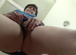Mommy upskirt
