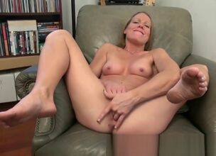 Mature milf spread